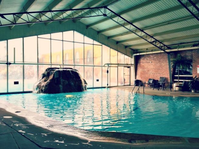 Pheasant-Run-Resort-St-Charles-Indoor-outdoor-pool