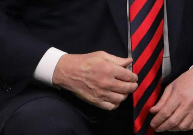 G7 trump-macron-handshake