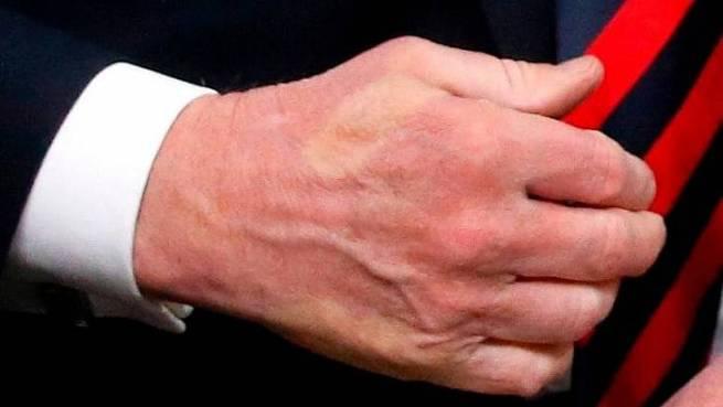 G7 trump macron handshake3