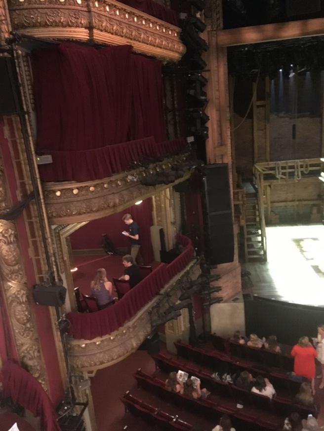 Hamilton Seats 3